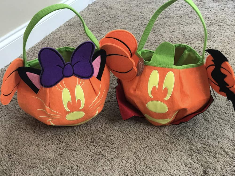 Check Out This Fun Mickey Mouse: Merry & Scary Kit