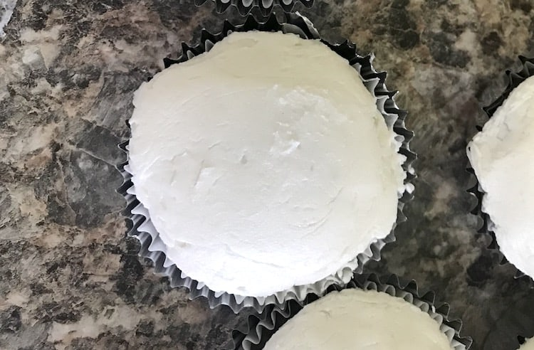 Do you have a Fortnite Fan? These easy Fortnite cupcakes with a homemade buttercream frosting recipe. Check out my tip to get the icing nice and flat and get the perfect silver color! There is even a tip to make more food like Rice Krispies med kits.