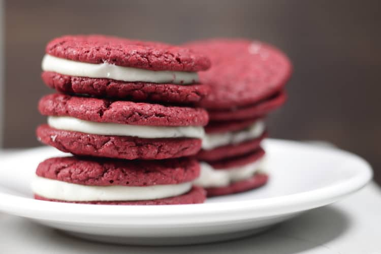 Red Velvet Sandwich Cookies With Cream Cheese Icing + More Valentine's Day Dessert Recipes