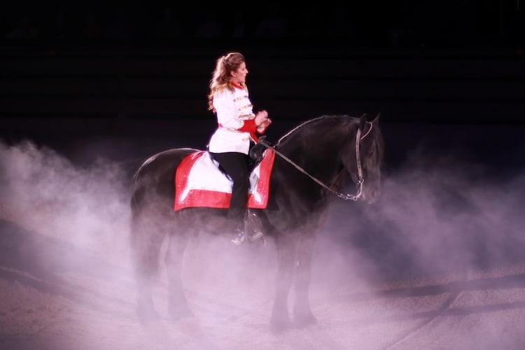 Best Shows In Branson – Dolly Parton's Stampede Dinner Attraction
