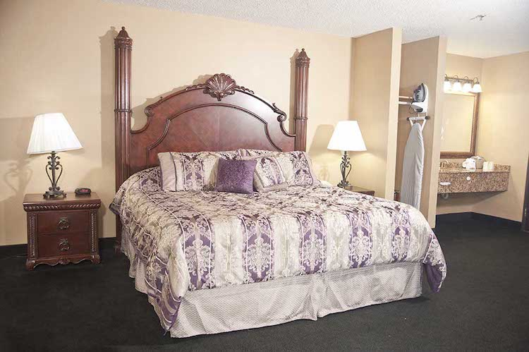 Hotels In Branson - Stay At The Stone Castle Hotel Conference Center