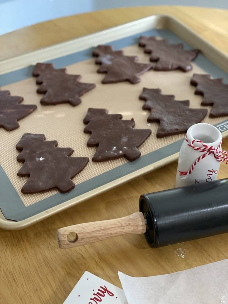 These Chocolate Sugar Cookies are so easy and you don't need to chill them before rolling them out and baking them! Plus you can make it in 1 bowl!