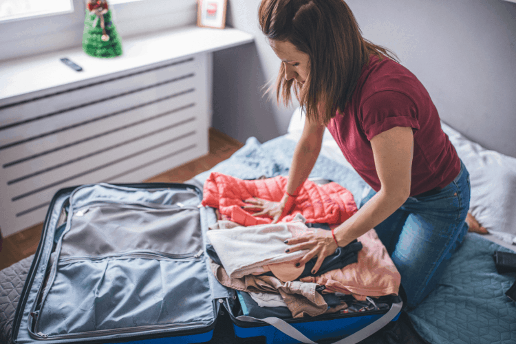 Here are a few tips that will help you come home to a clean house after your family vacation! You'll only have to do laundry!