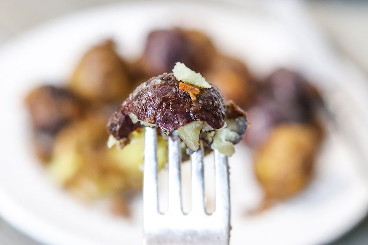 This recipe for onion roasted potatoes only uses a small bag of new potatoes, onion soup mix, and olive oil. It's a great side dish for so many meals.